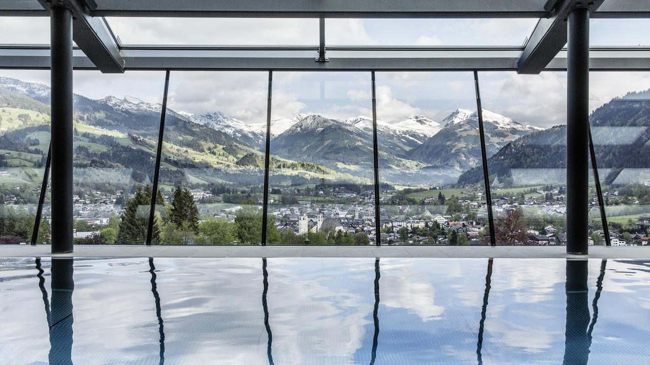 Traumblick vom Infinity Pool des Hotels Lebenberg