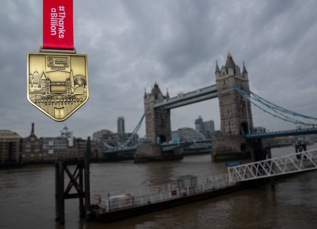Finisher-Medal & Tower Bridge (c) London Marathon