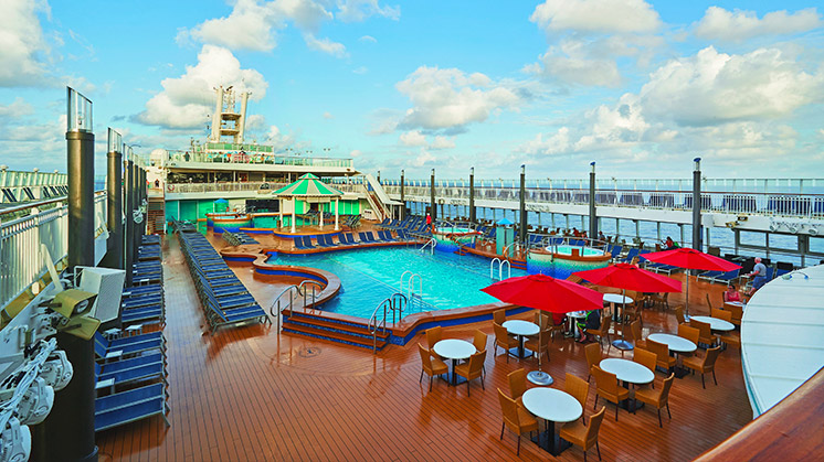 Norwegian Pearl | Pool Deck